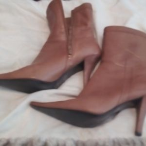Tan size 10m nine west ankle boots